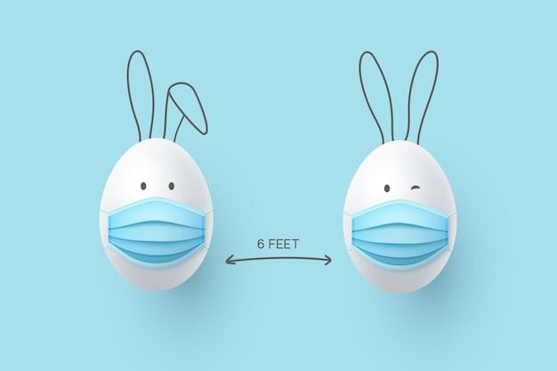 Concetto di allontanamento sociale con graziose uova di pasqua in maschere mediche e orecchie di coniglio.