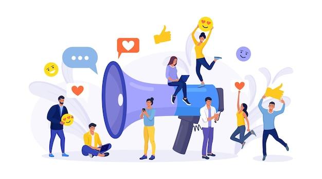 Servizi di promozione sui social media con megafono. grande altoparlante per comunicare con il pubblico. attirare abbonati, feedback positivi, follower. team di agenzie di pubbliche relazioni per il marketing digitale degli influencer