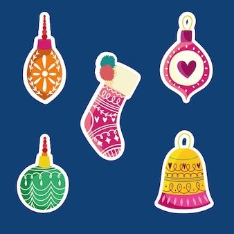 Calzino e palline celebrazione e decorazione natalizia