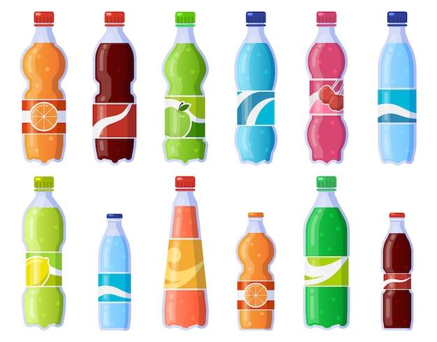 Bottiglie di bibite gassate. bevande analcoliche in bottiglia di plastica, bibite gassate e succo di frutta. icone dell'illustrazione delle bevande gassate messe. bottiglia per bevande, raccolta di succo di acqua e soda