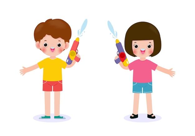 I bambini del festival di songkran che tengono la pistola ad acqua godono di spruzzi d'acqua nel festival di songkran, thailandia tradizionale capodanno illustrazione thailandia concetto di viaggio su priorità bassa bianca