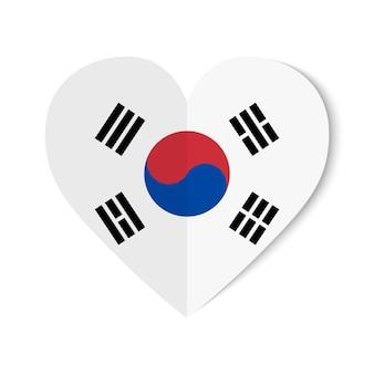 Bandiera della corea del sud con stile origami su cuore bianco