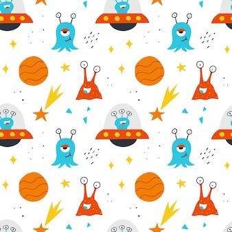 Modello senza cuciture spaziale per il design dei bambini. sfondo vettoriale disegnato a mano con simpatici alieni, pianeti, stelle e ufo.