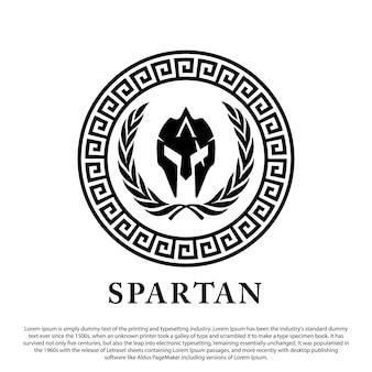 Casco spartano logo design casco antico su ornamento cerchio per logo emblema timbro e altri