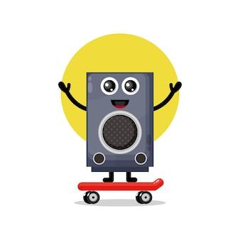 Altoparlante che gioca a skateboard simpatico personaggio mascotte