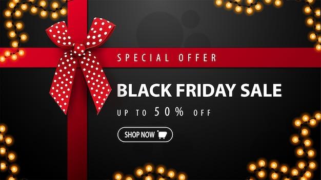 Offerta speciale, vendita venerdì nero, banner sconto nero a forma di scatola regalo con nastri rossi e fiocco rosso. vista dall'alto
