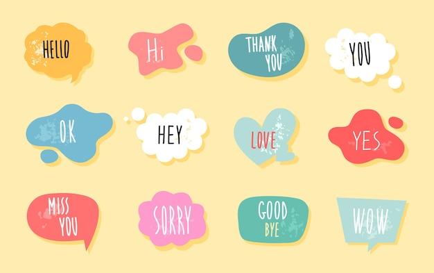 Discorso buble con testo e adesivo nuvola in stile doodle piatto per messaggio
