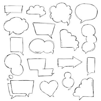 Discorso, pensiero, bolle disegnate a mano parlanti impostate. parlare di schizzi di nuvole. forma di palloncino. disegnato con un pennello in stile schizzo.