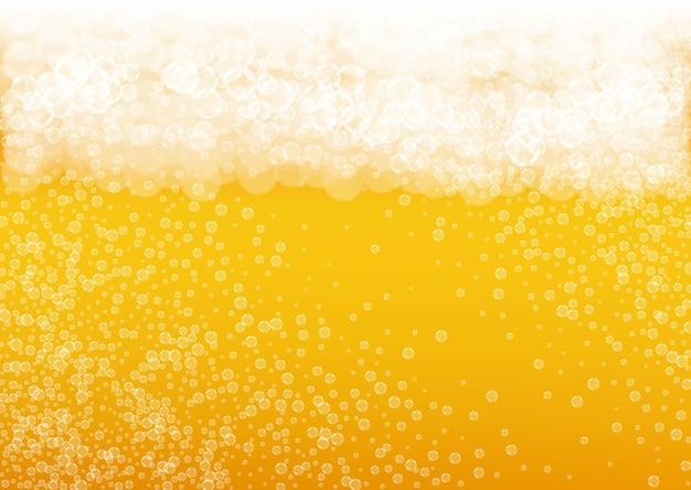 Birra spruzzata. sfondo per birra artigianale. schiuma dell'oktoberfest