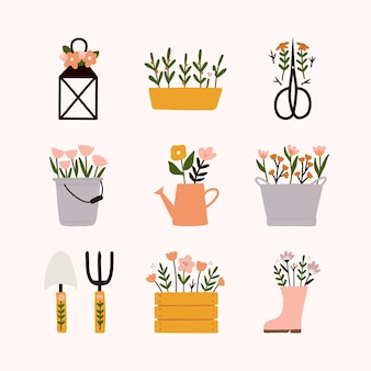 Collezione primaverile con diversi elementi da giardino graziosa lanterna floreale, vaso, forbici, secchio, annaffiatoio, secchio vintage, vanga, forcone, scatola di legno, stivale da pioggia e fiori.