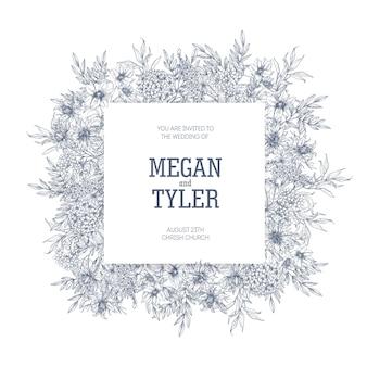 Modello di carta di invito matrimonio quadrato decorato da fiori che sbocciano ed erbe fiorite disegnate a mano con linee di contorno