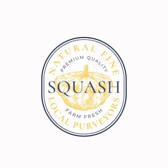 Distintivo cornice squash o modello logo schizzo vegetale disegnato a mano con tipografia retrò e bordi vi...