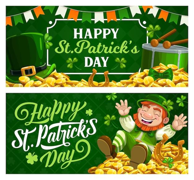 Bandiere del fumetto di giorno di san patrizio con leprechaun in cappello a cilindro verde che si siede sul mucchio di monete d'oro