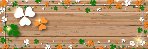 Insegna di vettore di legno orizzontale di giorno di san patrizio con foglie di trifoglio colorato