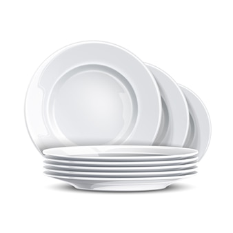 Pila di piatti puliti