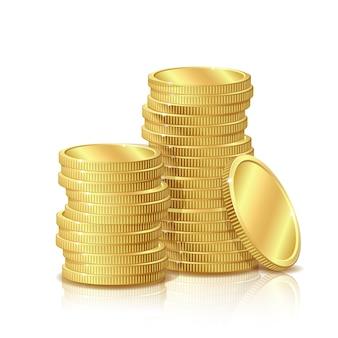 Pila di monete d'oro, su sfondo bianco, concetto di successo negli affari.