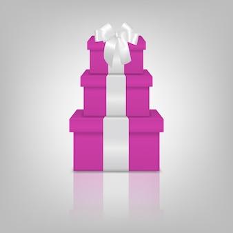 Pila di tre scatole regalo rosa realistiche con nastro bianco e fiocco
