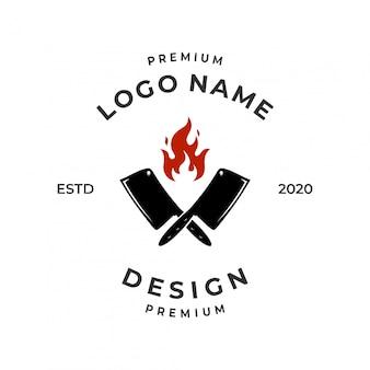 Concetto di logo di steak house con fiamma e elemento coltello.