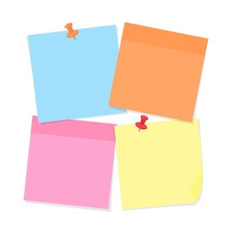 Carta per appunti e spilli di vari colori isolati su bianco