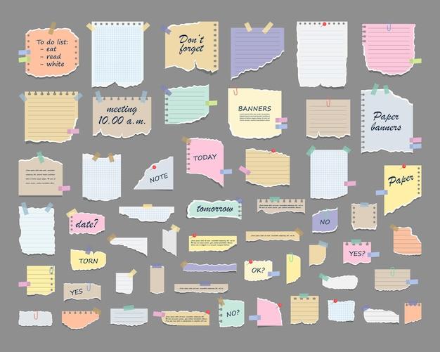 Post di fogli di note adesive di promemoria di riunioni, elenchi di cose da fare e avvisi di ufficio o note del bordo informativo