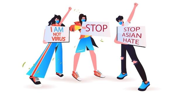 Fermare gli attivisti asiatici dell'odio in maschere che tengono striscioni contro il razzismo sostenere le persone durante il concetto di pandemia di coronavirus illustrazione orizzontale a figura intera
