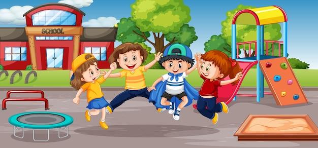 Studente al cortile della scuola