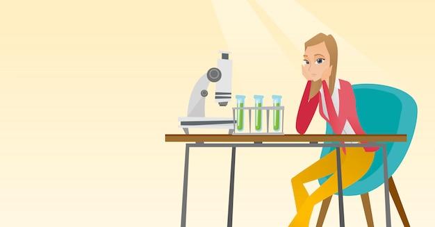 Studente che lavora in classe di laboratorio.