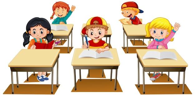 Studenti che alzano la mano su sfondo bianco