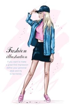Bella ragazza alla moda nell'illustrazione del cappuccio