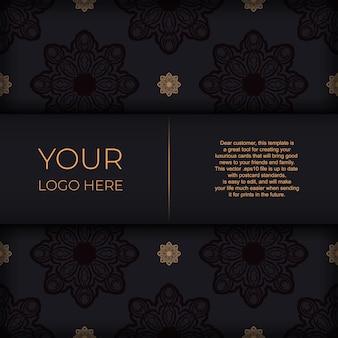 Modello elegante per cartoline di design di stampa colore nero con motivi vintage. preparare un invito con un ornamento greco.