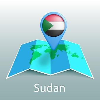 Mappa del mondo di bandiera del sudan nel pin con il nome del paese su sfondo grigio