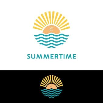 Summer beach sunset beach con luce nell'aria logo design ispirazione