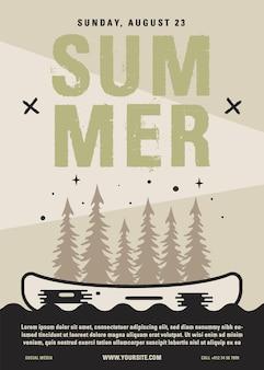 Volantino campo estivo formato a4. progettazione grafica del manifesto di avventura in canoa con foresta, kayak e testo.