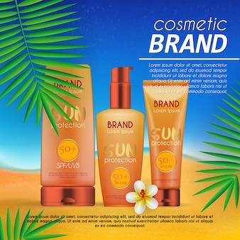 Estate modello di progettazione cosmetica su sfondo spiaggia con foglie di palma esotiche.