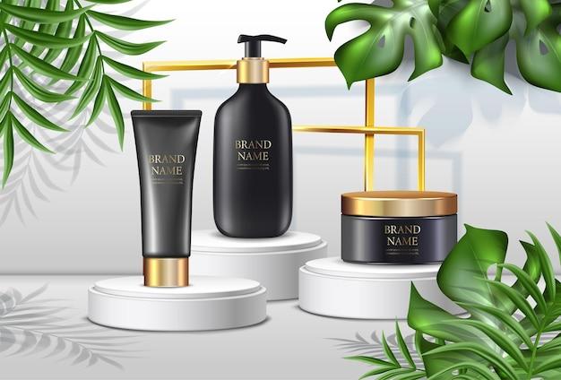 Pubblicità di cosmetici estivi con palme e bottiglie di crema nera con coperchi dorati