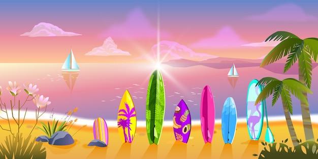 Serata estiva con oceano spiaggia tropicale tavole da surf palme piante esotiche