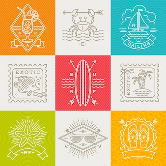 Emblemi, segni ed etichette di vacanze estive, di vacanza e di viaggio - illustrazione del disegno a tratteggio