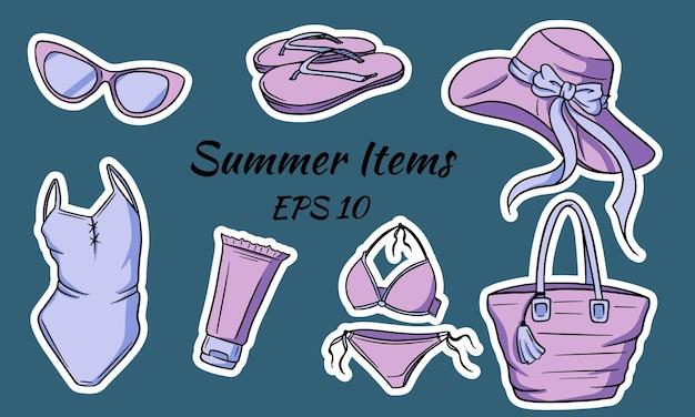 Set di articoli estivi. articoli necessari per una ragazza sulla spiaggia. cappello, borsa, infradito, occhiali, crema solare, costume da bagno.