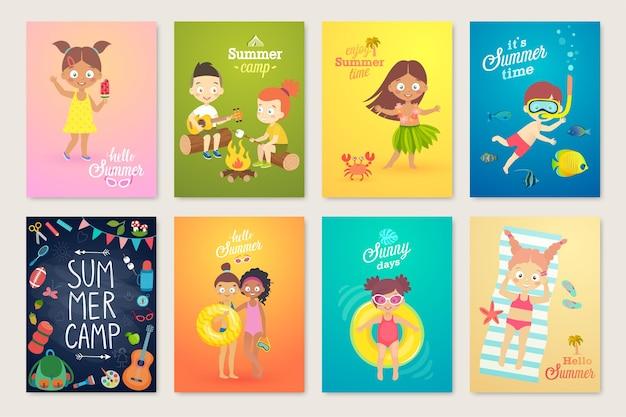 Set di carte per bambini estivi che nuotano giocando sulla spiaggia in campeggio e si divertono