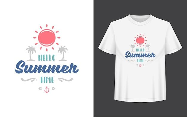 La citazione o il detto estivo può essere utilizzato per le sovrapposizioni di foto di biglietti di auguri con tazza di maglietta