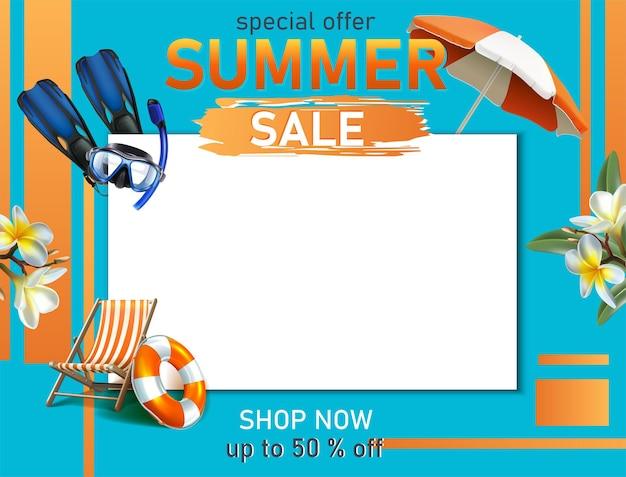 Modello di banner saldi estivi con elementi estivi e spazio copia copy
