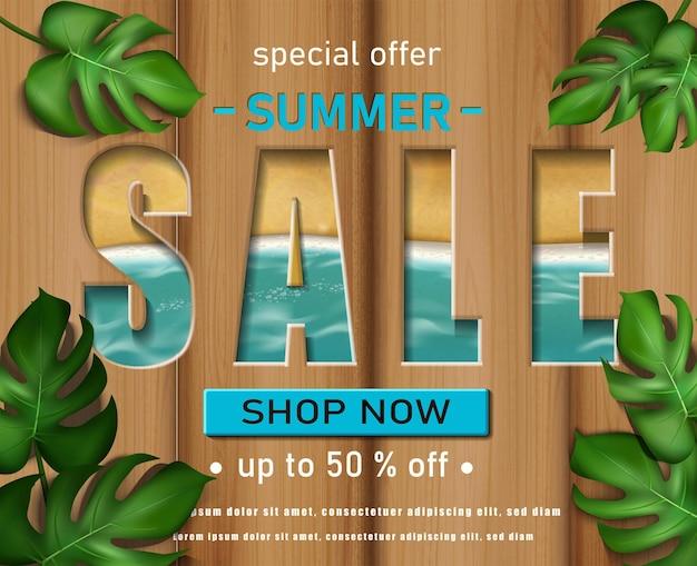 Modello di banner saldi estivi con sfondo in legno mare e foglie