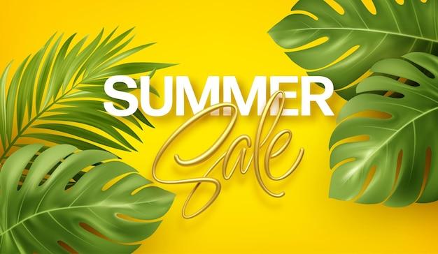 Banner di saldi estivi con scritte in oro con monstera tropicale realistico e foglie di palma.