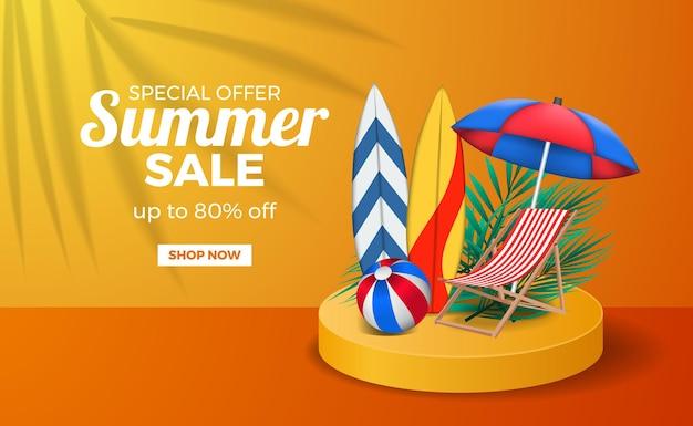 Modello di banner poster di vendita estiva con colore caldo arancione della fase del podio con tavola da surf, palla e sedia