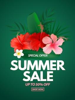 Manifesto o banner di saldi estivi con fiori esotici di palme tropicali e foglie di monstera