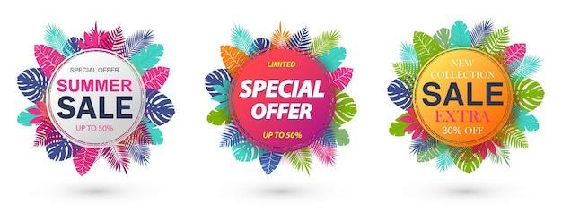 Saldi estivi, offerta speciale, design del banner della nuova collezione per la promozione con foglie tropicali