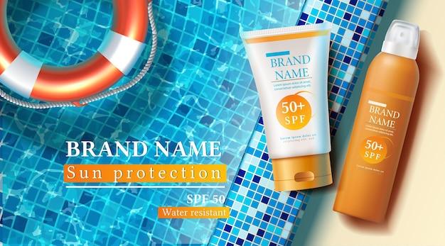 Banner di protezione solare estiva con bottiglie di crema solare sul lato della piscina con anello gonfiabile