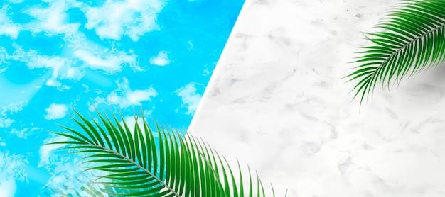 Sfondo piscina estiva con foglie di palma e struttura in pietra di marmo