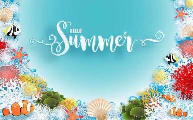 Design per le vacanze estive con spiaggia colorata sotto il pesce corallo di sabbia marina sea