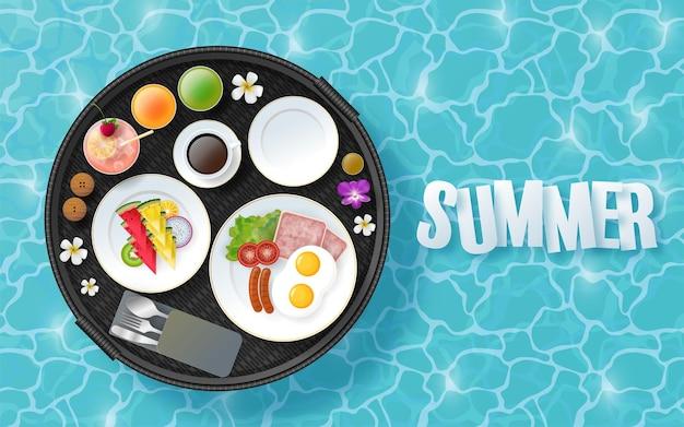 Design per le vacanze estive con fiori tropicali colorati sulla spiaggia sullo sfondo